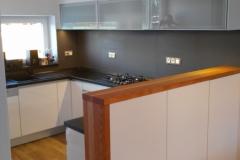 Kuchyně bílý lesk
